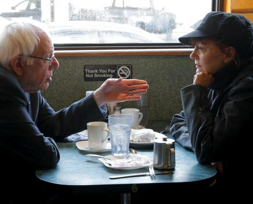 Bernie Sanders and actress Susan Sarandon talk at the Sunset Diner in Brooklyn. REUTERS/Brian Snyder